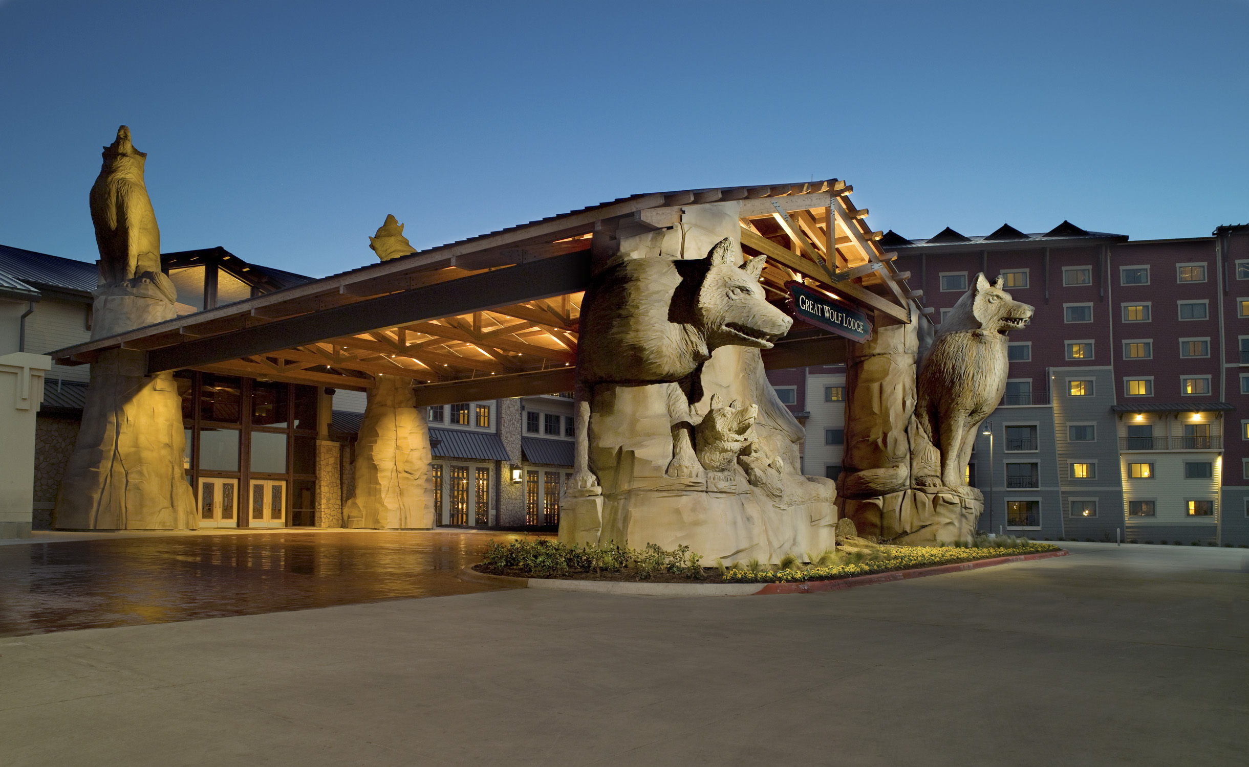 RLG Great Wolf Lodge Front Entrance